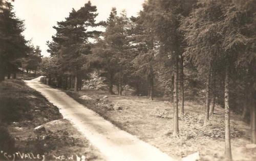 The road to Derbyshire Bridge